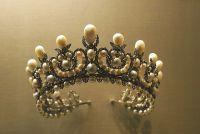 Корона для юной мисс - повод для родительской гордости или причина для тревог?