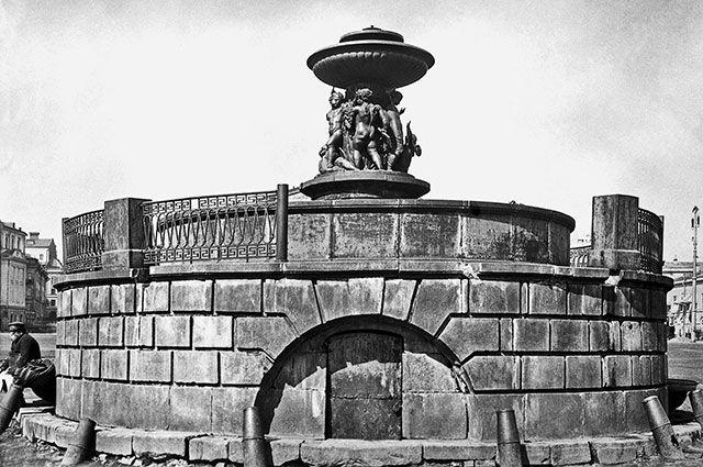 Петровский фонтан на Театральной площади, 1883 г.