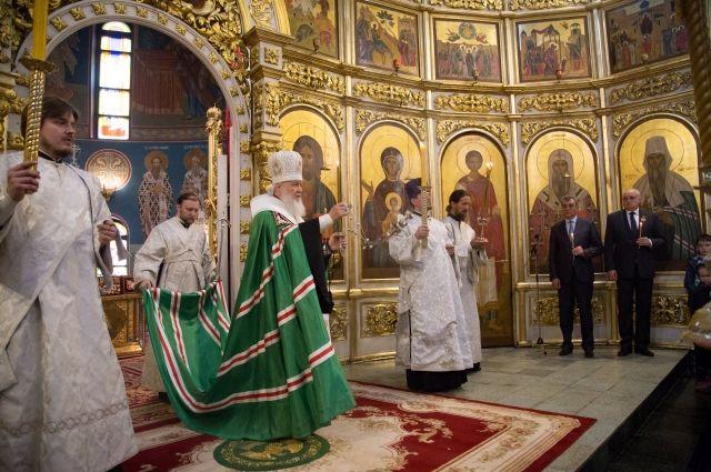 Патриарх Кирилл провел панихиду в Знаменском Соборе в Кемерове.