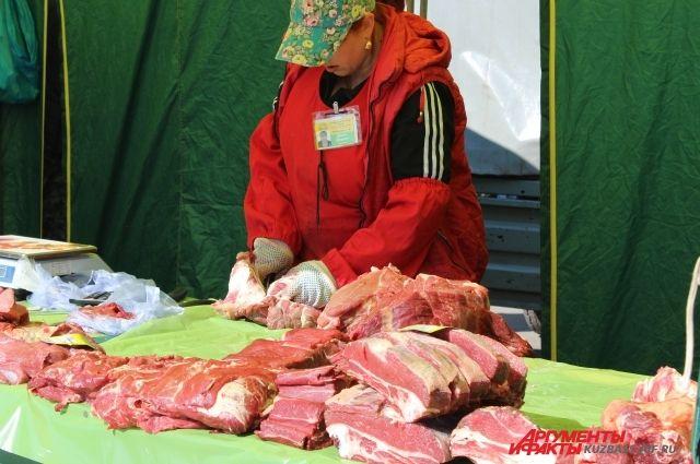 Цены на некоторые продукты за год выросли, но что-то и подешевело, например, свинина.