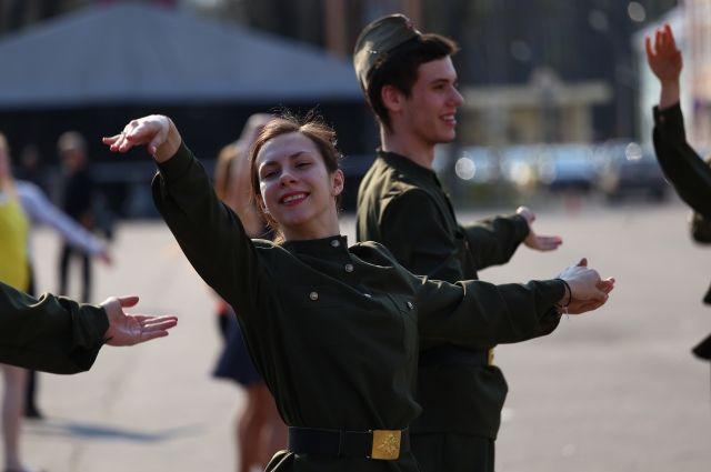 d683daf0370f 9 мая в Барнауле состоится танцевальный флешмоб «Синий платочек ...