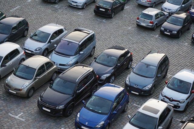 В в центре Ижевска выделят 2,5 тыс. парковочных мест и оборудуют системами видеофиксации и паркоматами.