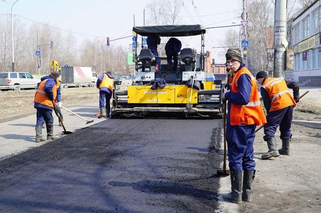Когда-то работы на основных магистралях вели ночью, сейчас денег на оплату сверхурочных не хватает.