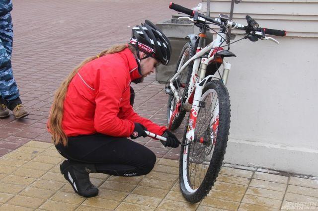 Велосипеды, взятые во временное пользование, он продал знакомому мужчине, а деньги потратил.