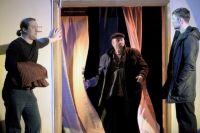 """В новом спектакле """"Утопия"""", в котором участвует Борис Черев (в центре), используется самая разная лексика - в том числе та, которую в театре услышать не ожидаешь."""