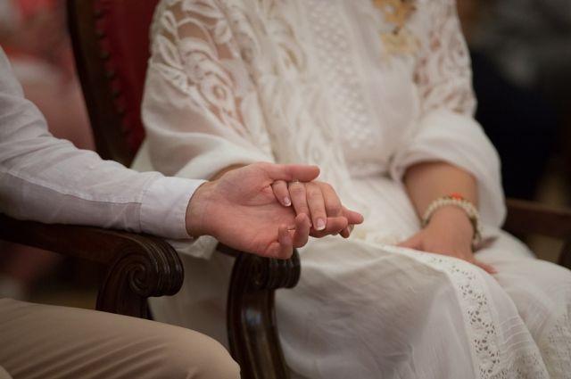 Раньше стрельба оповещала о прибытии невесты в дом жениха.