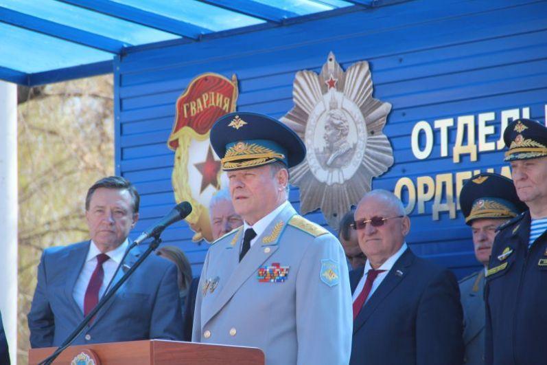 Председатель ЦК ДОСААФ, в прошлом - командующий ВДВ, первый заместитель Министра обороны РФ генерал-полковник Александр Колмаков