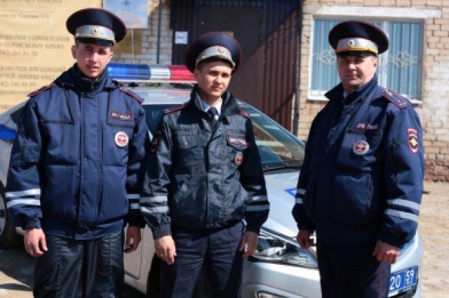 Сотрудники ДПС спасли людей на пожаре и помогли сохранить их вещи и документы