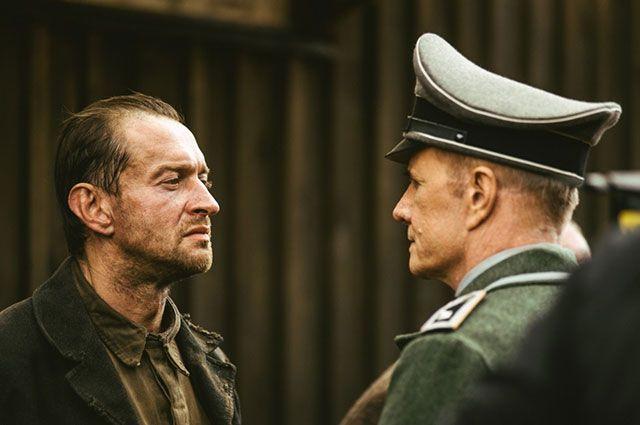 Хабенский устроил перепалку спубликой напремьере фильма «Собибор» вПетербурге