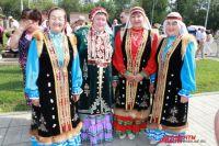 Были представлены: казачья одежда, костюмы старообрядцев Урала и Западной Сибири, русские стилизованные костюмы, а наряды салымских ханты и одежда татар.