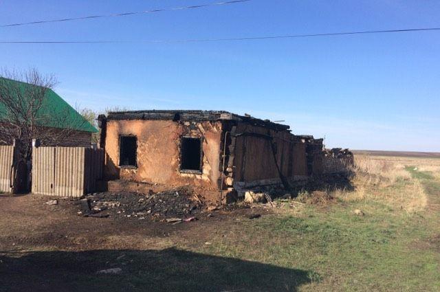 В Октябрьском районе из-за короткого замыкания на пожаре погибли две сестры.