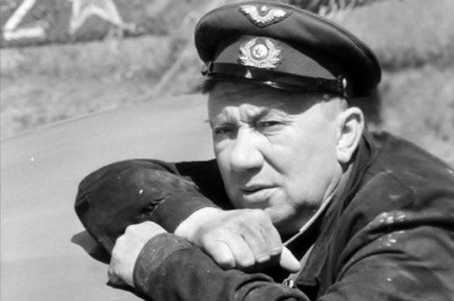 Алексей Смирнов в роли Макарыча в фильме «В бой идут одни «старики».