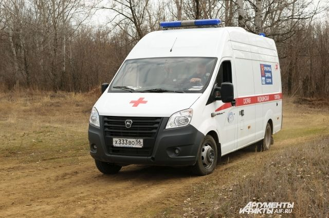 С ножевым ранением мужчину увезли в больницу.
