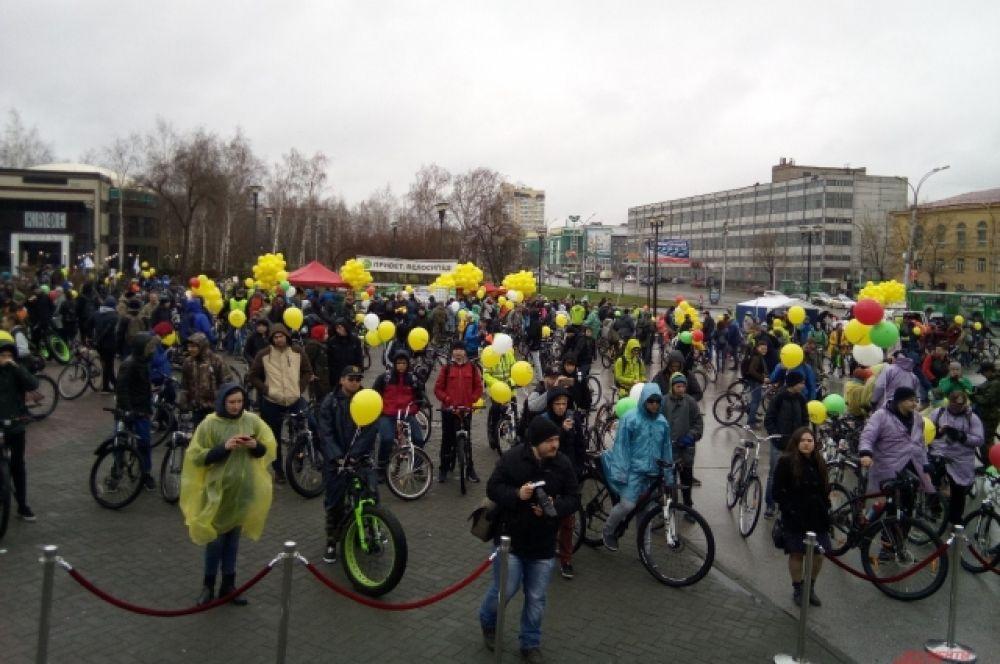 Велозабег стартовал от ГПНТБ в 15.15.