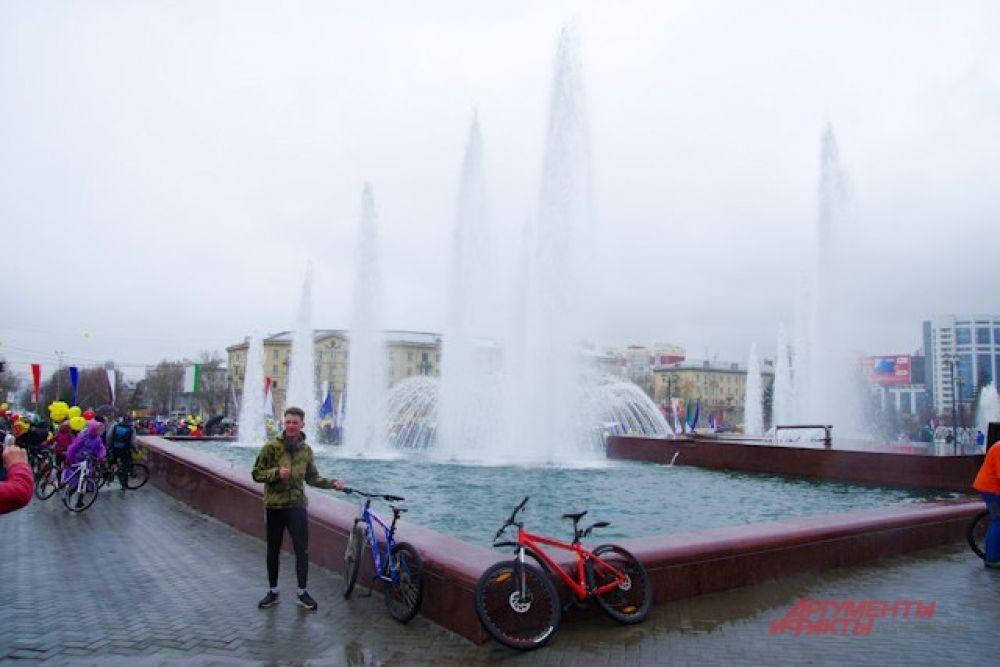 Так что фотографии с велопробега у некоторых получились вполне летними.