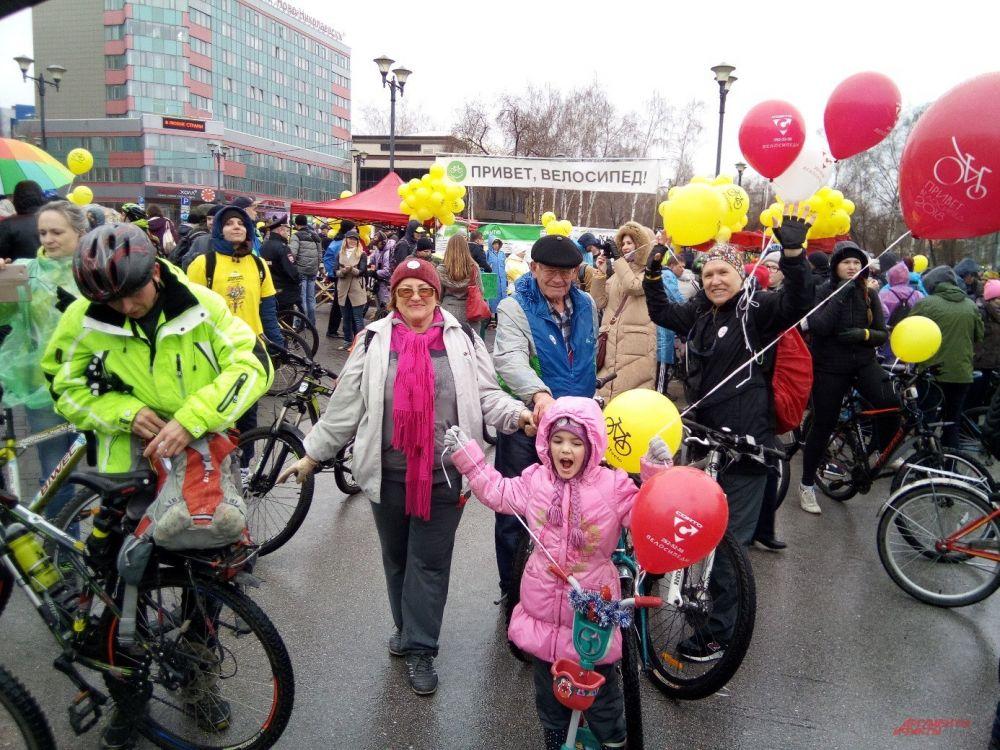 Многие новосибирцы решили принять участие в велопробеге целыми семьями.