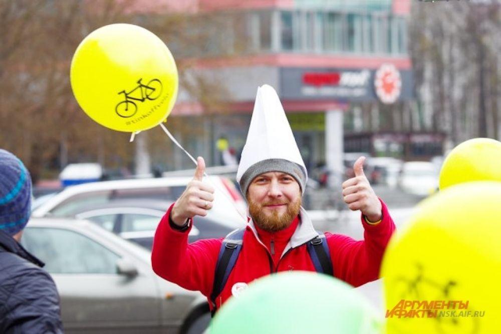 Несмотря на плохую погоду новосибирцы всё-таки открыли велосезон и посвятили акцию предстоящему Дню Победы.