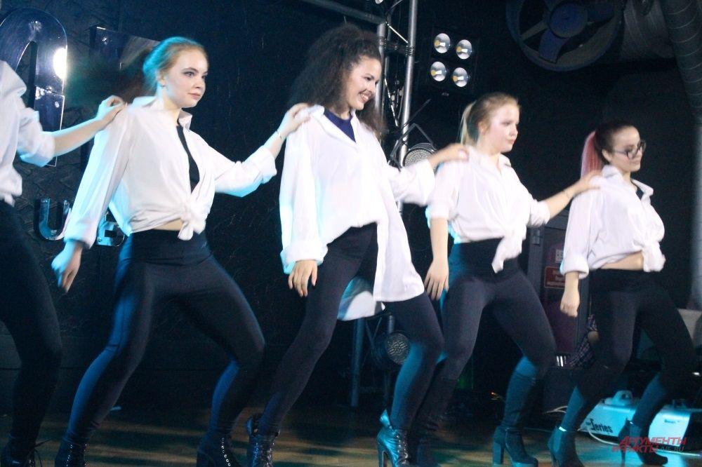 Танец - наиболее частый жанр выступления