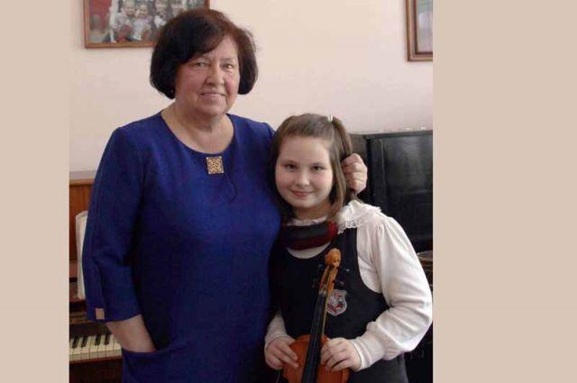 Татьяна Курова и её ученица Даша Галныкина, завоевавшая на конкурсе диплом I степени.