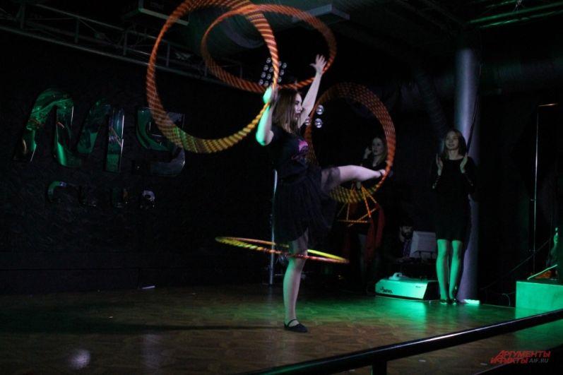 Акробатический номер с обручами