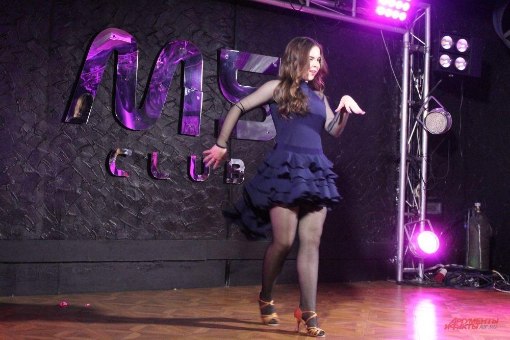 Девушка призналась, что ранее не танцевала на сцене