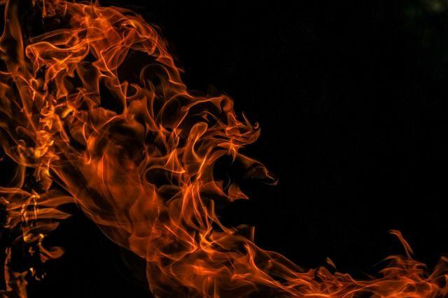Около шести утра очевидцы сообщили о пожаре