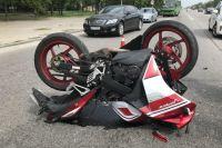 ДТП в Днепре: столкнулись мотоцикл и автомобиль, есть пострадавшие
