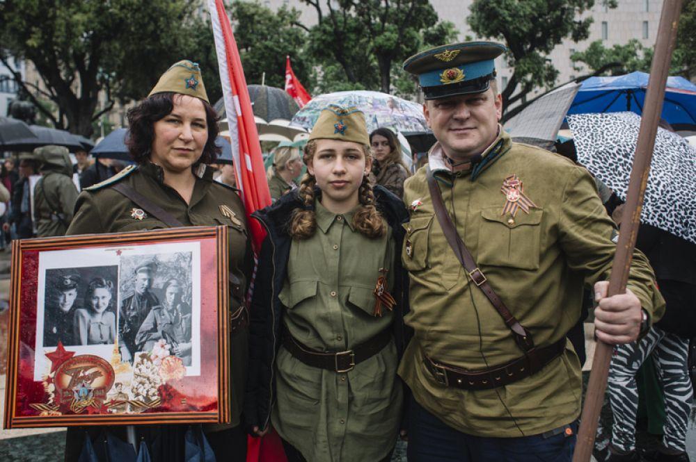 Участники акции «Бессмертный полк» в Барселоне, Испания.
