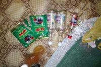 В квартире полицейские нашли все ингредиенты, необходимые для создания наркотиков.