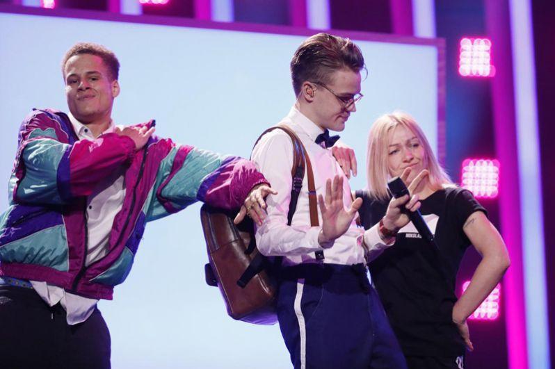 И певец Миколас Йозеф из Чехии, который исполнит песню «Lie to Me».