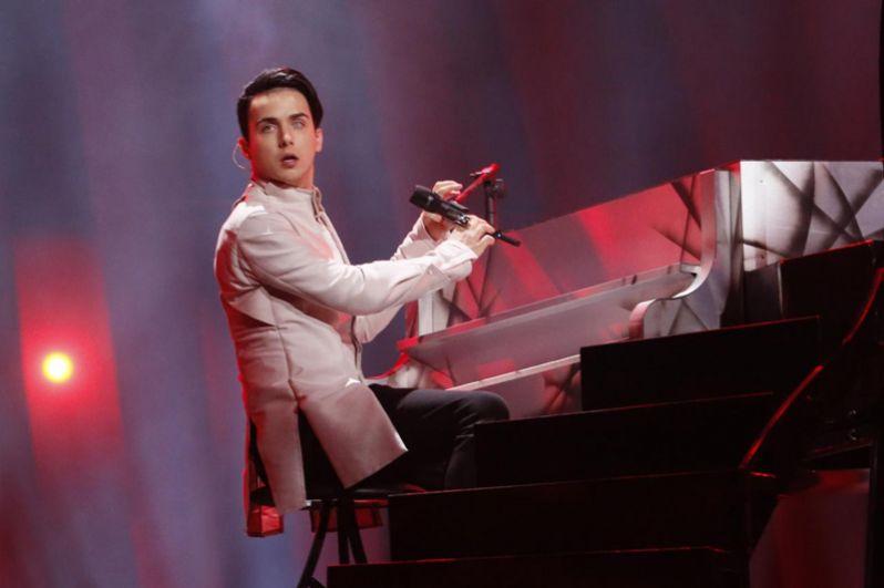 Певец Melovin из Украины с песней «Under the Ladder» займет с 15 по 22-е место.