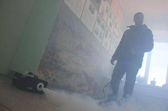 Во время игры в школе запускают настоящий дым.