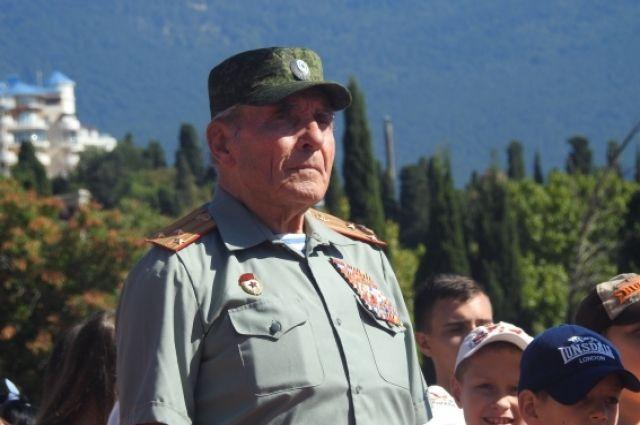 Анатолий Яковлевич Медведь.