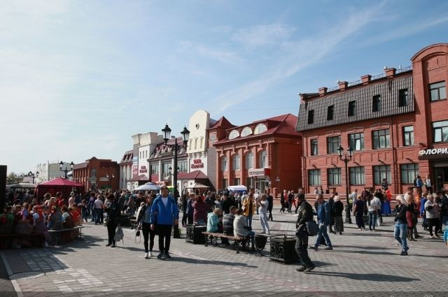 Пешеходная Мало-Тобольская улица в Барнауле