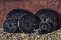 Спортсмен смог поднять вес с результатом 175, 5 кг.