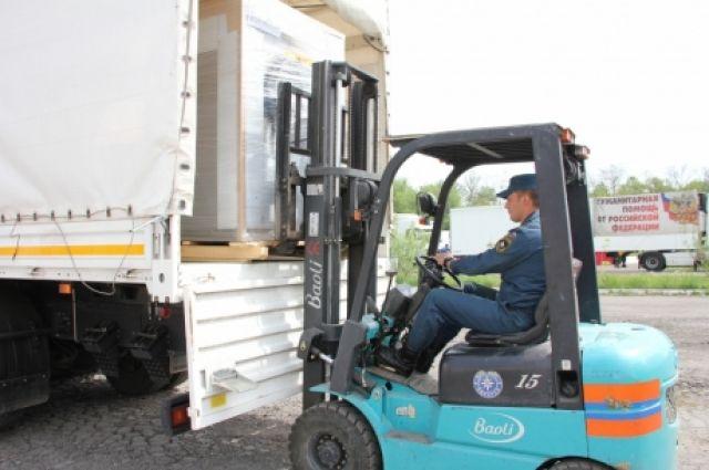 МЧС РФ: Гуманитарная колонна доставит вДонбасс неменее 400 тонн грузов