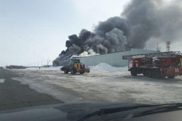 К моменту прибытия пожарных огнем была охвачена площадь в 400 квадратных метров.