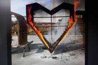 В Тюмени вандалы сожгли 3-метровое сердце у ЖК «Кристалл»