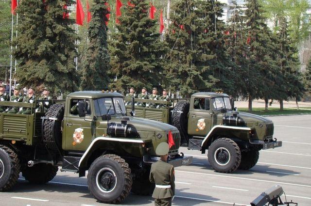 Как и в предыдущие годы, в параде примет участие техника, стилизованная под фронтовую.