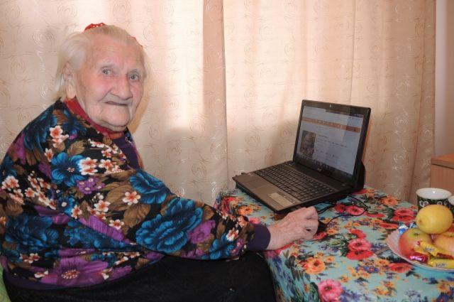 Надежда Петровна говорит, что жизнь ей продлевает общение с родными и друзьями.