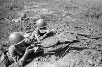 Бойцы Красной армии с пулемётом Дегтярева. Оборона Одессы, 1941 г.