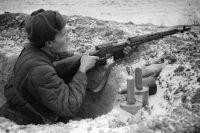 Боец с винтовкой Токарева.