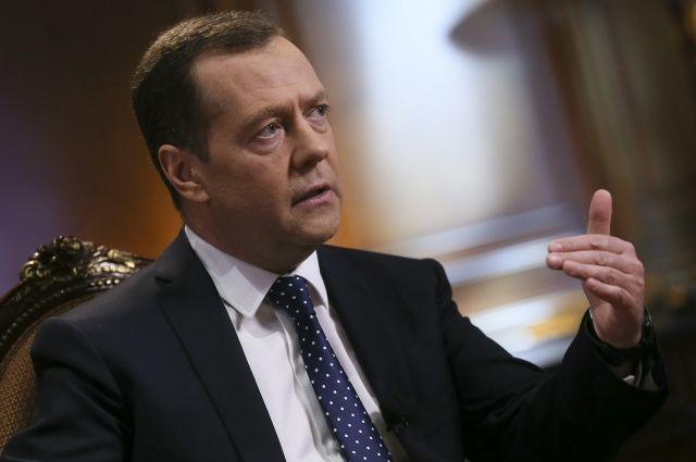 Медведев начал консультации в государственной думе  сфракциями КПРФ и«СР»