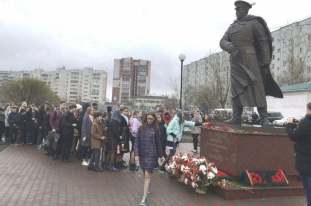 В Тюмени прошла торжественная церемония у памятника Федюнинскому