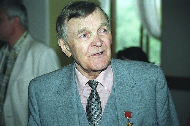 Юрий Бондарев.