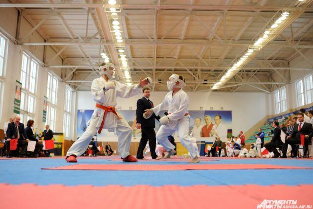Семь из восьми ноябрьских каратистов завоевали медали.