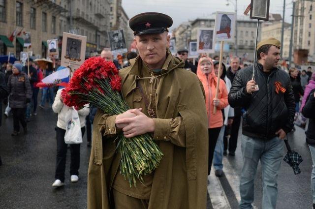 Парад, фильмы и память. Что телеканалы покажут на День Победы