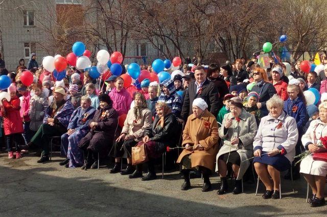 Более сотни жителей микрорайона Антипинский вышли на парад Победы