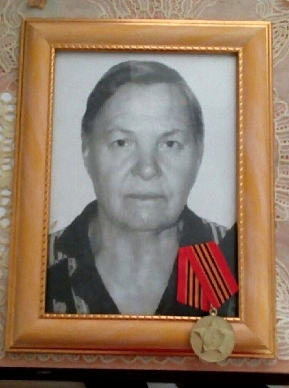 Зоя Джорохян, менеджер по рекламе «АиФ-Юг»: Пелагея Петровна Панченко. Ребенком работала на полях в Тбилисском районе. После войны работала нянечкой в детском саду.