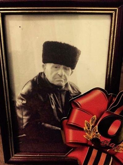 Фатима Шеуджен, главный редактор «АиФ-юг»: Мой дед, Асланчерий Теучежевич Бачемуков, 1926-2011. Когда началась война, деду было 15 лет. Всю войну проработал трактористом в колхозе. Когда летом 1942 года немцы пришли на Кубань, вдвоем со своим дядей весь колхозный скот (чтобы не достался врагу) отогнали в Закопский лес ( на его месте сейчас Краснодарское водохранилище) и находились там до февраля 1943 года. Научил быть терпимой к чужим слабостям, а к жизни относится легко и с юмором.